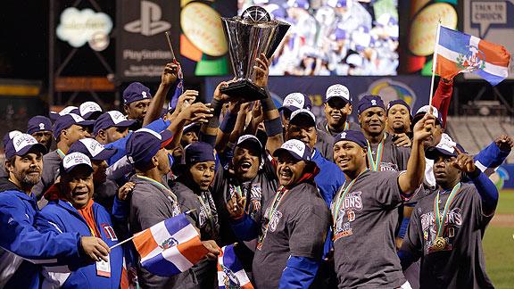 Equipo Dominicano con el Trofeo